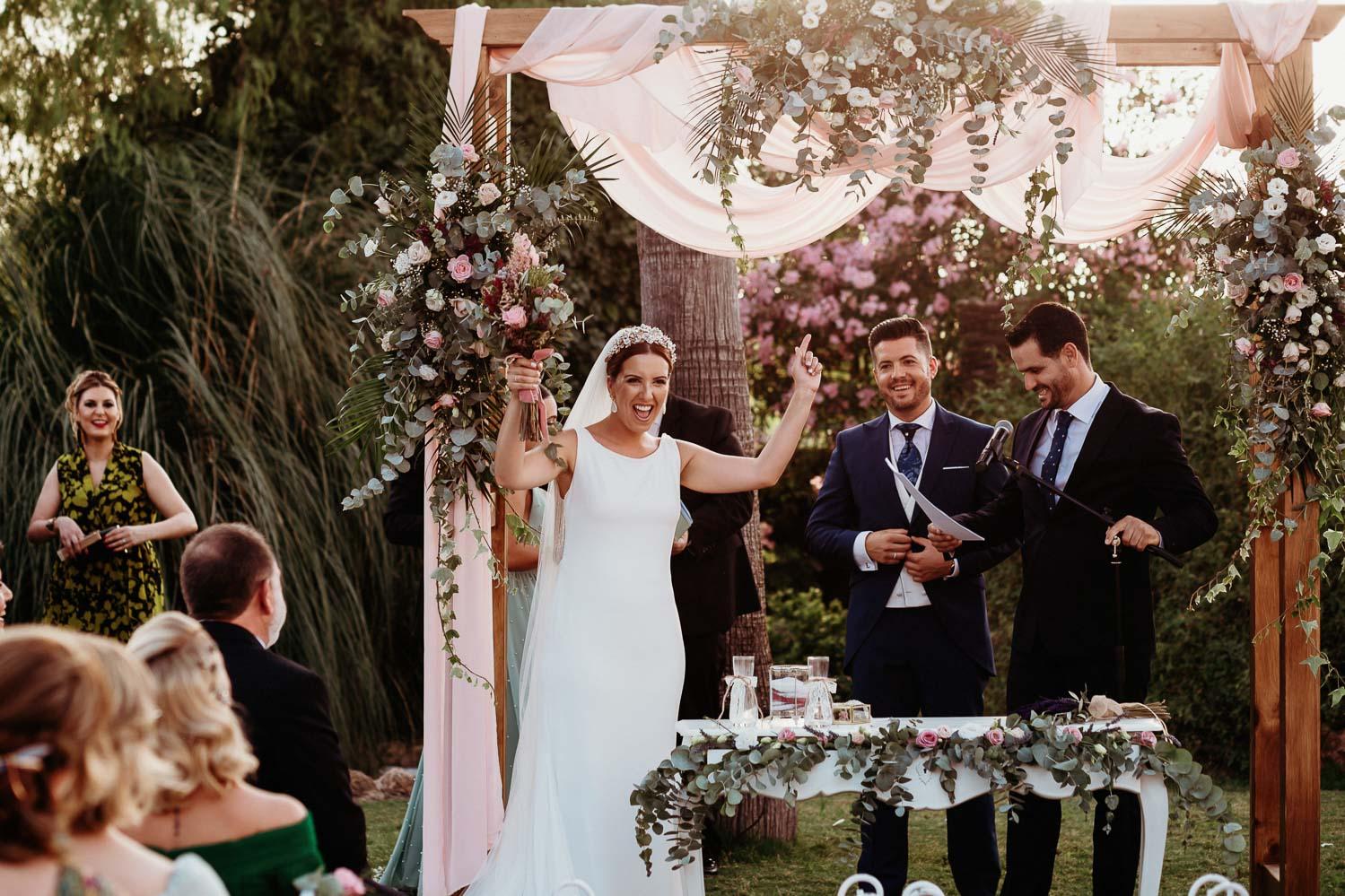 novia celebrando su boda civil