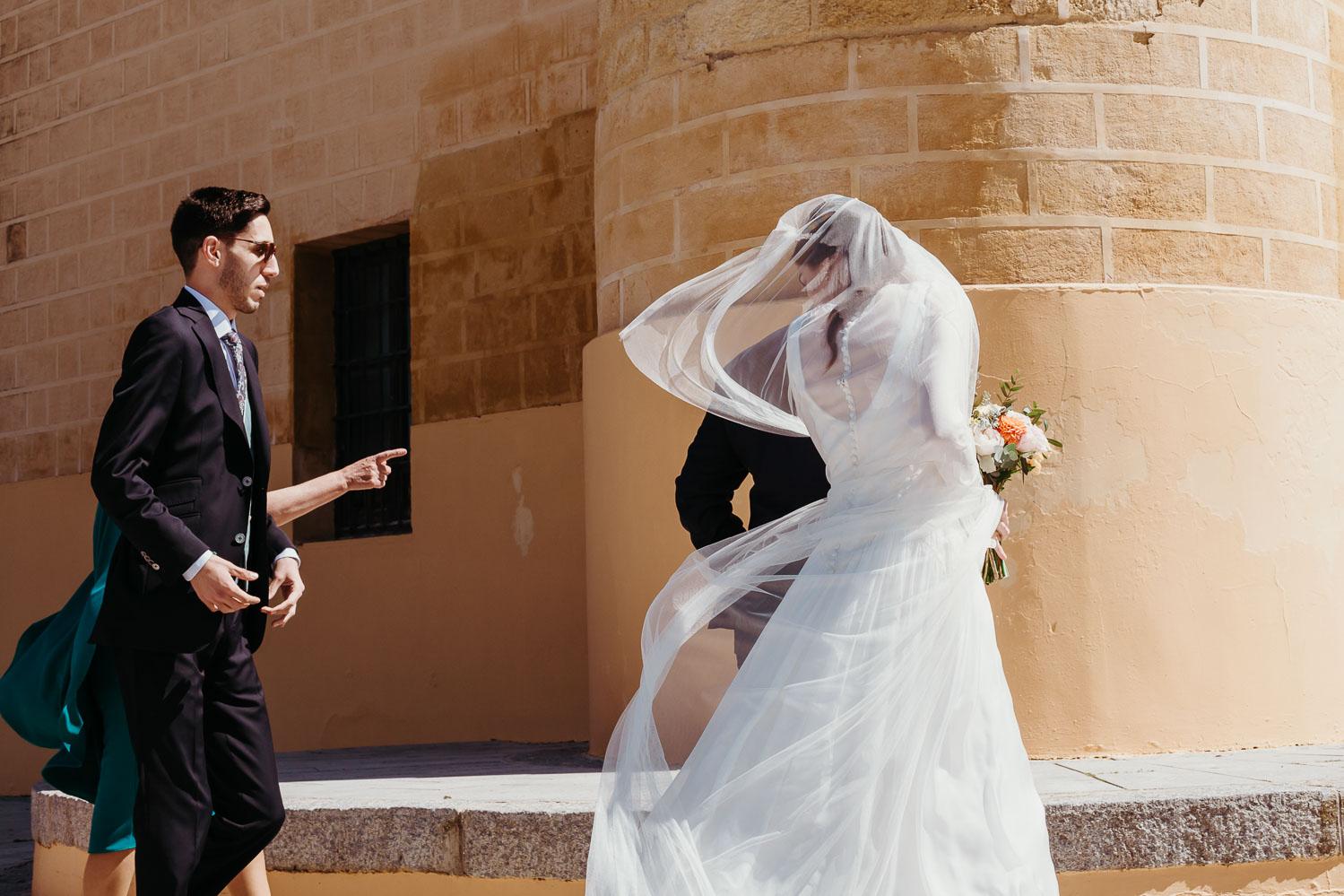 novia entrando en la ceremonia civil
